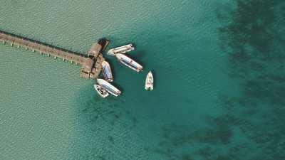 Îles et bateaux au large de Hurgada