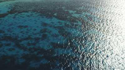 Îles et bâteaux au large de Hurgada