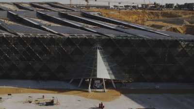 Grand Musée Égyptien en construction près des pyramides