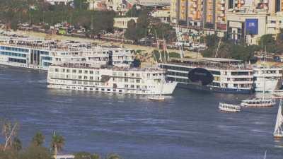 Bateaux de croisière, voiliers sur le Nil à Assouan