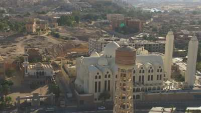 Survol de la ville d'Assouan