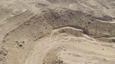 Carrières et bassins dans le désert