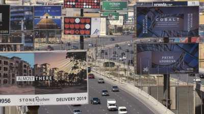 Voie express entre Nasr City et New Cairo, panneaux publicitaires et Mosquée El-Mosheer Tantawy