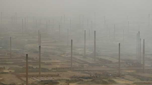 Briqueteries dans la pollution au sud du Caire