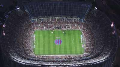 Ville la nuit et match au stade du Barsa