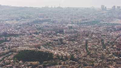 Tour de bureaux et ville