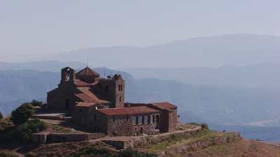 Monastère de Sant Llorenç del Munt dans le parc naturel