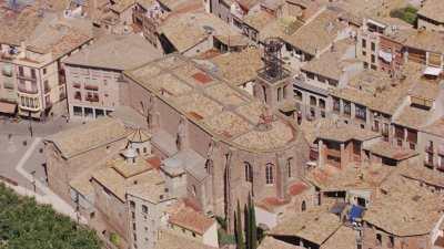 Eglise de Sant Miquel et centre du village