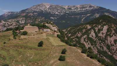Barrage de la Llosa del Cavall et Monastère surplombant