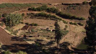 Paysage de falaises et de champs, Tigray