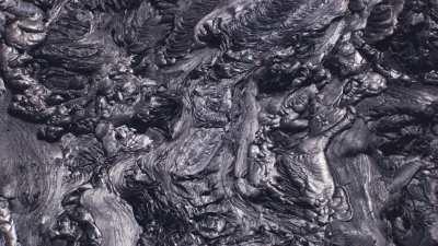 Lave noire figée et en fusion, cratère nord du Erta Ale