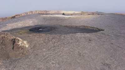 Plan large de cratères de lave, Volcan Erta Ale