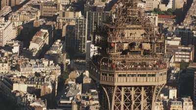 Images autour du sommet de la Tour Eiffel
