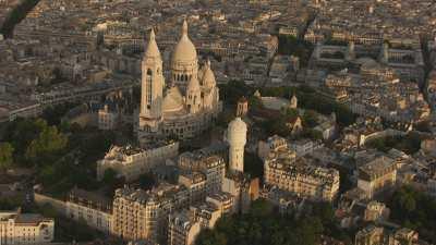 La Butte Montmartre dominée par le Sacré-Coeur
