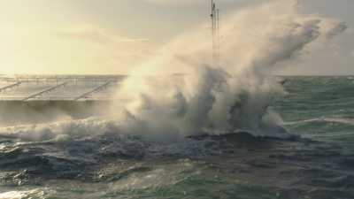 Cargos dans la tempête