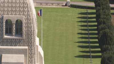 La Nécropole Nationale et le drapeau français