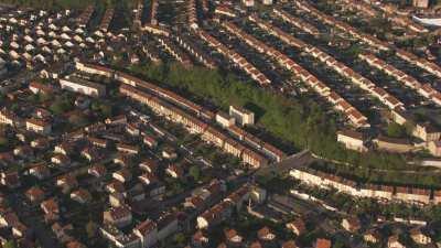 Quartiers résidentiels de maisons alignées