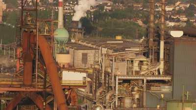 Gros plans sur une usine désaffectée