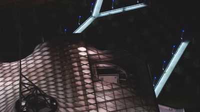 Centre Pompidou à Metz de nuit,plan serré du toit illuminé