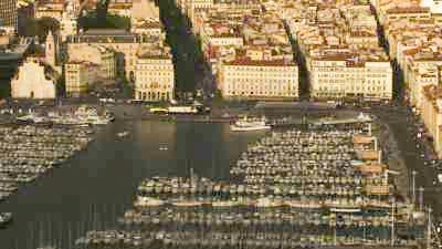 La ville, ports et cargos