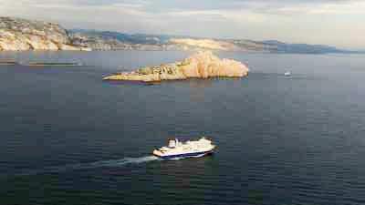 Le littoral rocheux découpé et les îles