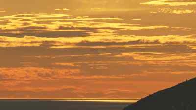 Coucher de soleil rougeoyant sur le littoral marseillais