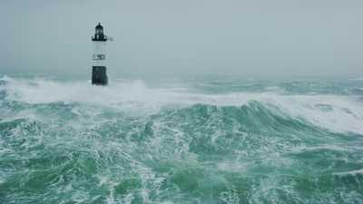 Mer démontée près du phare d'Ar Men