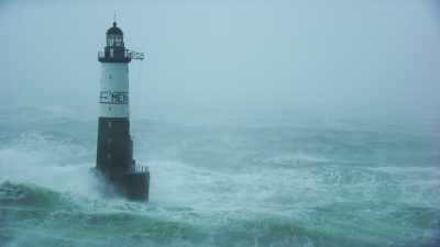 Mer démontée autour du phare d'Ar Men