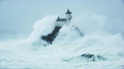 Tempête au phare de Tévennec