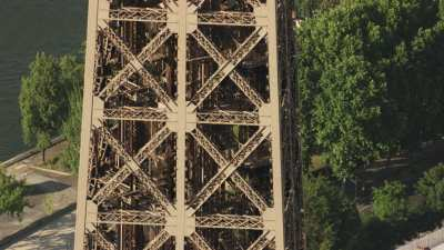 Gros plans sur la Tour Eiffel