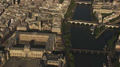 Ile de la Cité, Louvre et pyramide
