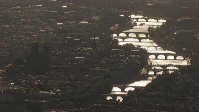 La Seine et les îles en contre-jour
