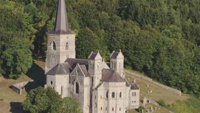 Eglise dans un village de campagne