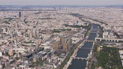 Arrivée sur Paris