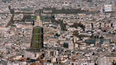 Paris: Le musée du Louvre avec la Seine / Les Invalides