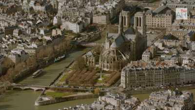 Paris: L'île de la Cité et l'île Saint-Louis avec la Seine, le centre Beaubourg
