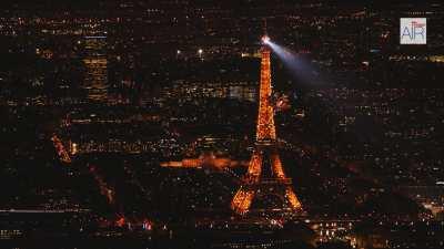 La Tour Eiffel dans le paysage parisien, séquence de nuit avec le scintillement