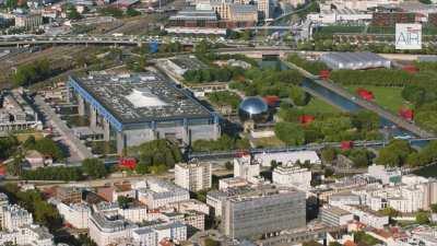 Paris XIX: Le Parc de La Villette avec la Cité des Sciences, la Géode, la Cité de la Musique, la Philharmonie et le Zénith de Paris
