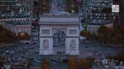 Paris: L'Arc de Triomphe et les Champs Elysées / Montmartre et la basilique du Sacré Coeur