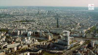 Le Tribunal de Grande instance, Tour Eiffel
