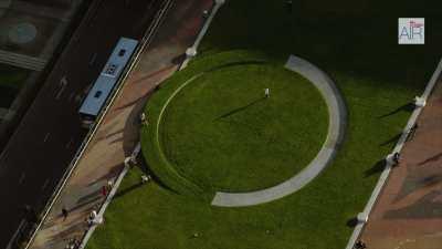 Le quartier de la Défense avec la Grande Arche et l'esplanade