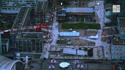 Le quartier de la Défense avec la Grande Arche de la Défense et l'esplanade