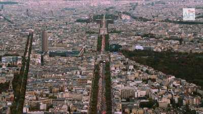L'Axe historique depuis le quartier d'affaires de la Défense jusqu'à l'Arc de Triomphe à Paris / La Grande Arche de la Défense