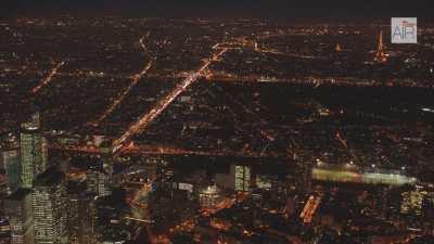 Paris la nuit, l'Axe Historique + Plans larges sur la ville avec la tour Eiffel