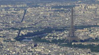 La tour Eiffel, vue depuis et avec Boulogne-Billancourt