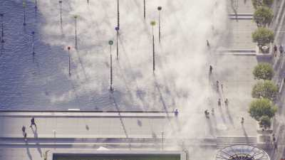 Paris la Défense: Le bassin Takis et les sculptures de brouillard de Fujiko Nakaya
