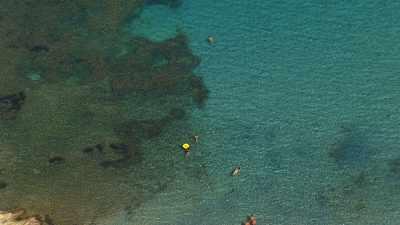 Nageurs dans une eau cristalline, île de Port-Cros
