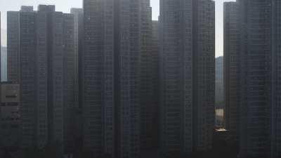 Travellings depuis la baie vers les immeubles à Kowloon