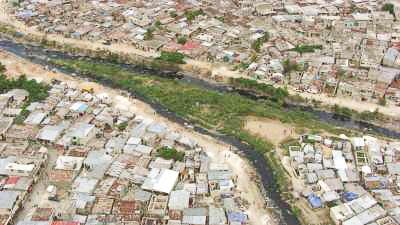 La rivière Grise, le cimetière et le marché de Port au Prince