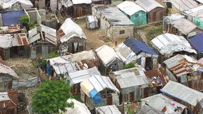 Camps, tentes, maisons de toile provisoires